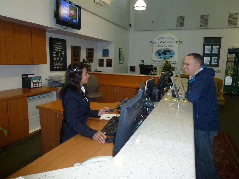 Barber Shop Everett : Navy Hotels for TDY and Leisure Lodging -- Navy Gateway Inns & Suites